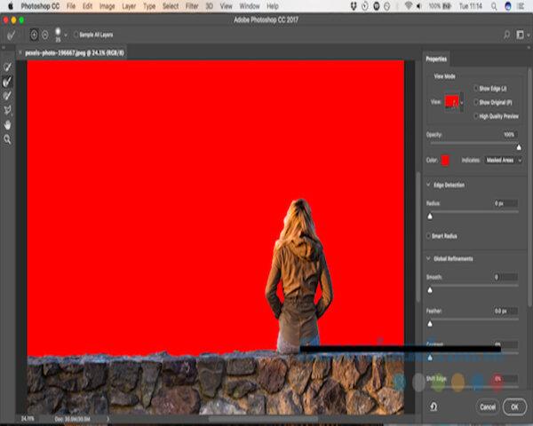 Bạn nhấn vào Select and mask trên thanh tùy chọn trên giao diện Photoshop