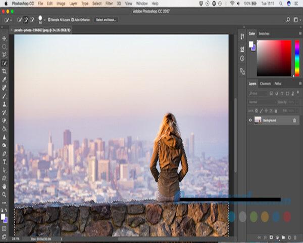 Trên thanh công cụ của phần mềm Photoshop Cs6 bạn nhấn chọn Quick Selection Tool